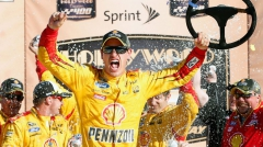 101815_NASCAR_KansasLoganoVL_PI_JP.vadapt.955.high.20.jpg
